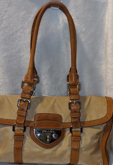 Prada Handbags - ❇️Prada❇️